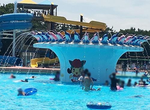 イルカの噴水プール