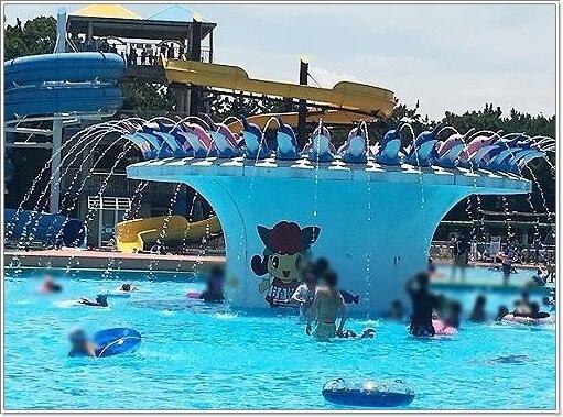 浜寺公園のイルカの噴水プール