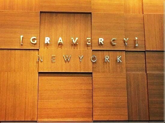 グラマシーニューヨークの看板