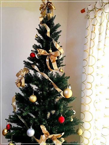部屋に飾ったクリスマスツリー
