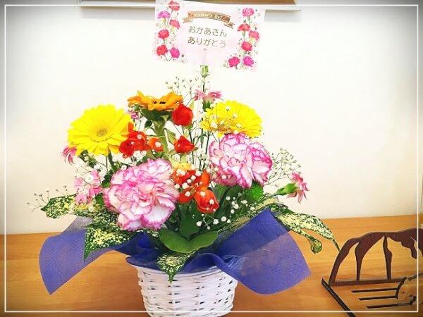 花を長く楽しむ。花器をかえると雰囲気も変わって何度も楽しめます