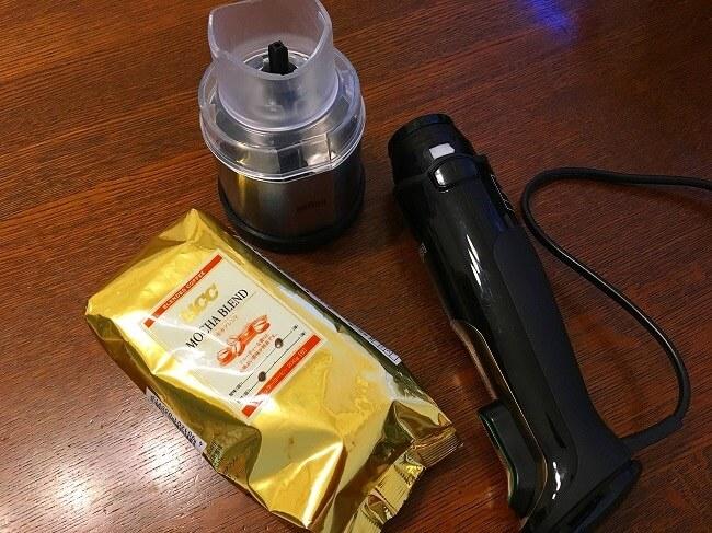 コーヒーミルでコーヒー豆を挽く価値はある?電動ミルなら手入れも簡単