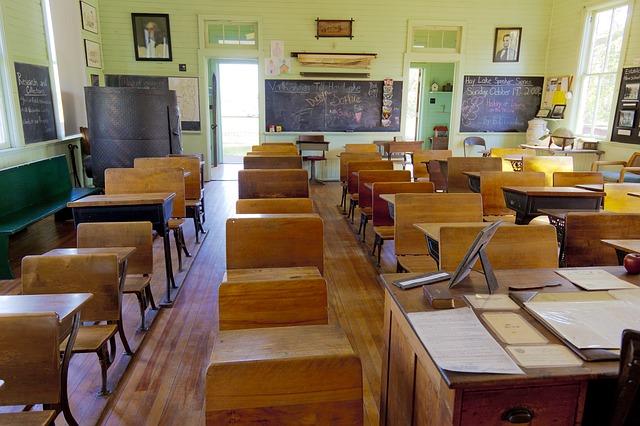 幼稚園や保育園を無料にするより、小学校の先生を確保して欲しい話